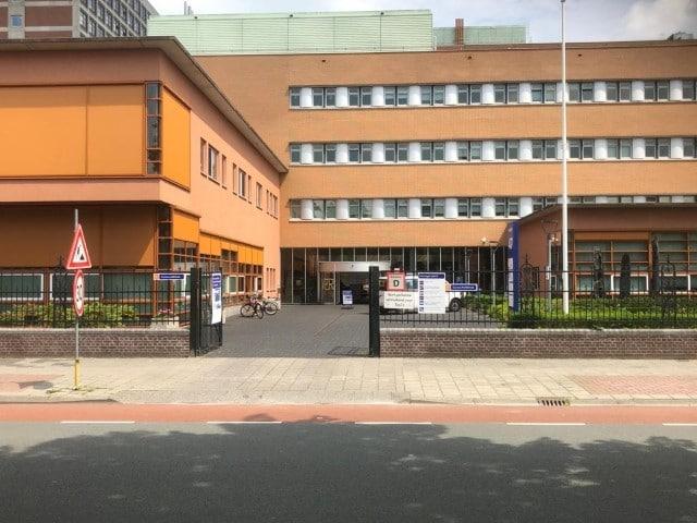 Diëtistenpraktijk Carin Pool UMCG ingang Oostersingel - Buitenkant gebouw 47